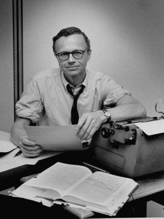 William Zinsser and his trusty Underwood typewriter. Photo: williamzinsserwriter.com